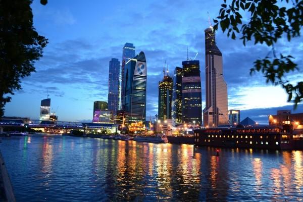El anochecer en la ciudad de Moscú