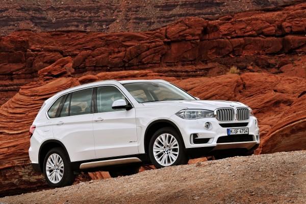 Un BMW X5 blanco