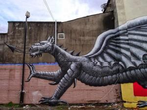 Un gran dragón en las paredes