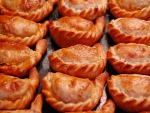 Empanadas argentinas recién horneadas