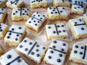 Postal: Pasteles dominó