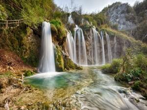 Cascada en el Parque Nacional de los Lagos de Plitvice