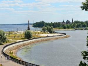 Confluencia de los ríos Volga y Kótorosl (Yaroslavl, Rusia)