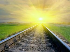 Postal: El sol en la vía del tren