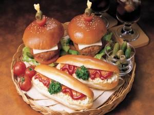 Perritos calientes y hamburguesas, para la cena