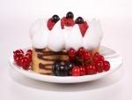 Pastel con bayas y merengue