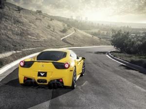 Un Ferrari 458 en la carretera