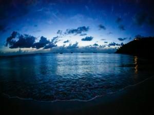 Postal: Noche en la playa