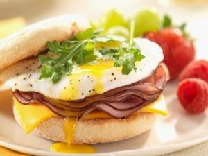 Bocadillo de jamón y huevo