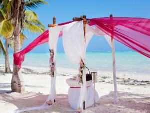 Todo preparado para celebrar una boda en la playa