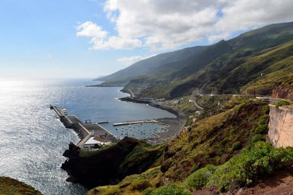 Puerto de La Estaca en la isla El Hierro (Canarias)