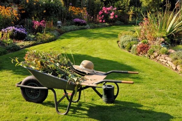 Herramientas de trabajo para arreglar el jardín