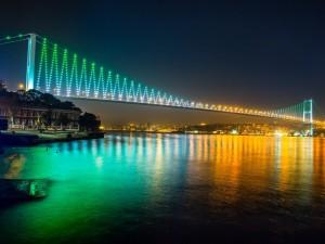 Postal: Las luces del Puente del Bósforo