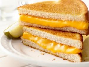 Sándwich caliente de queso