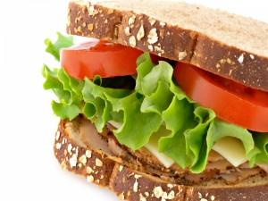 Un sándwich con pan de multicereales