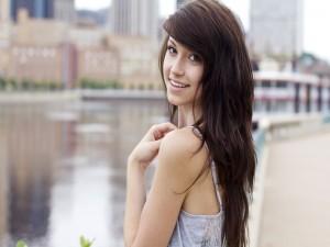 Una joven sonriente