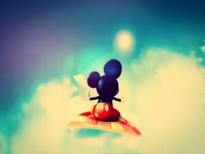 Postal: Mickey Mouse en una alfombra voladora