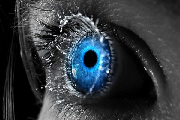 Agua en el ojo