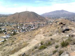 El cerro La Nopalera y el cerro Cuchuma en Tecate