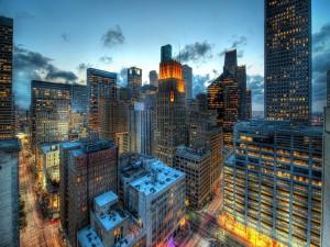 Postal: Llega la noche a la ciudad