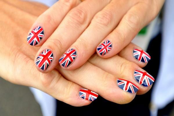 Uñas con la bandera de Londres