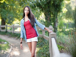 Postal: Una chica joven