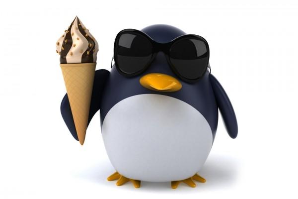Divertido pingüino con un helado