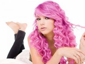 Postal: Taylor Swift con el pelo rosa