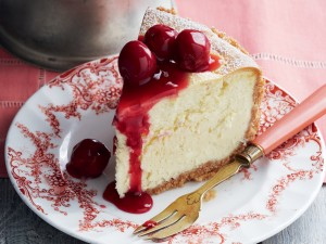 Cheesecake con cerezas confitadas