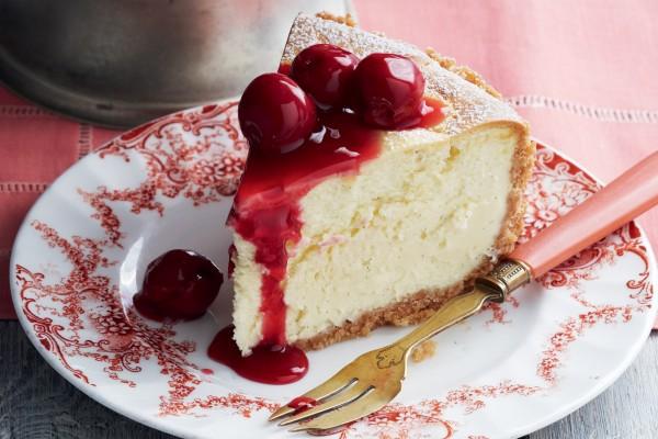 Cheesecake con cerezas confitadas