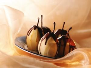 Peras bañadas en chocolate