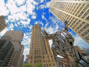 Postal: Escultura y rascacielos en Chicago