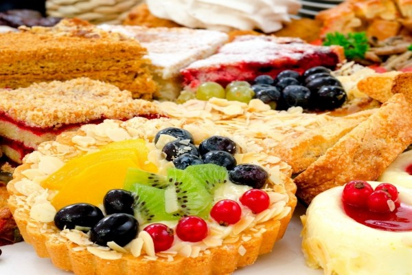 Variedad de tartas con frutas