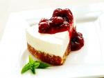 Cheesecake acompañada con mermelada de fresas