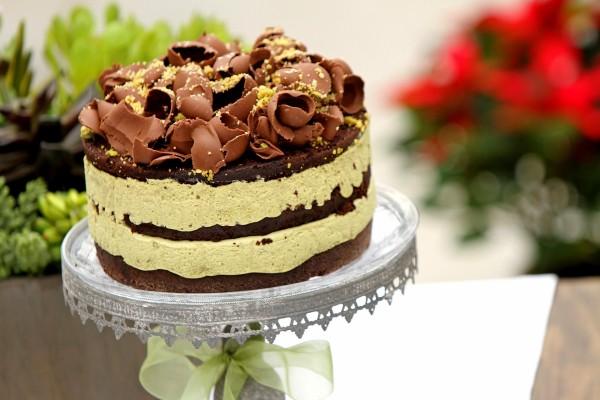 Layer cake de chocolate y crema de pistacho