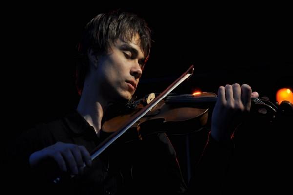 Alexander Rybak tocando el violín