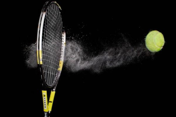 Raqueta y pelota de tenis