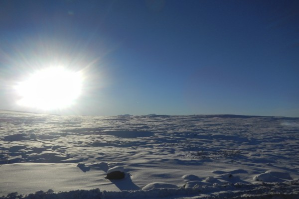 El ardiente sol calentando la nieve