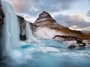 Postal: El agua de la cascada helada