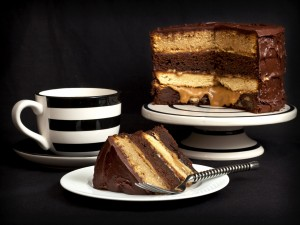 Postal: Layer cake de chocolate y caramelo