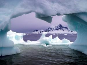 Icebergs y montañas