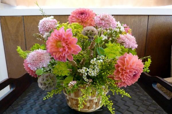 Bonita cesta con flores