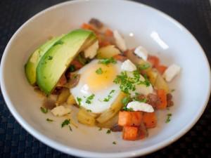Un huevo con verduritas