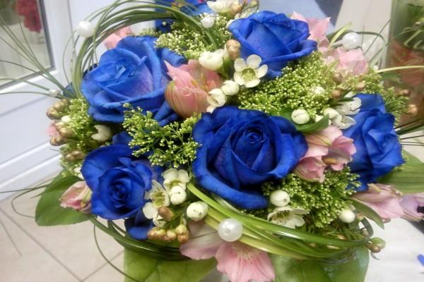 Ramo con rosas azules