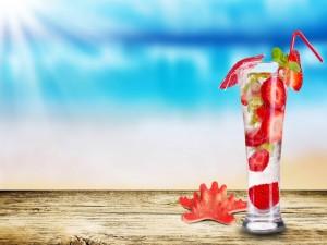 Postal: Bebida refrescante con fresas