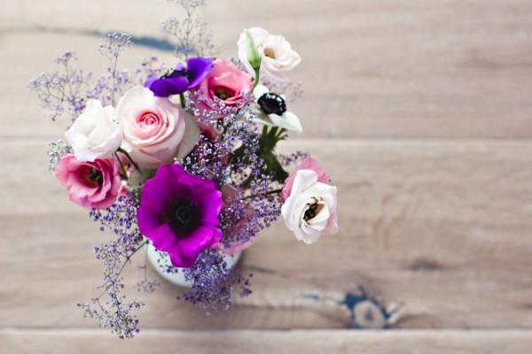 Flores en un recipiente