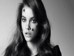 La modelo Barbara Palvin en blanco y negro