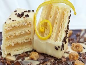 Postal: Pastel cubierto con chocolate blanco