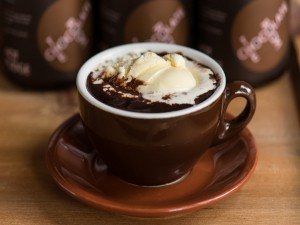Chocolate a la taza con helado de vainilla