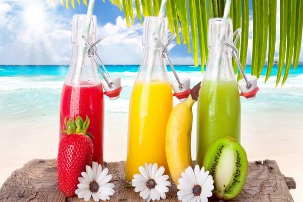 Botellas de zumo de tres sabores